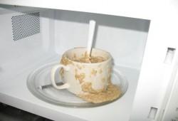 7 cosas que debes dejar de hacer con tu microondas