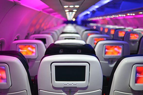 9 cosas que nunca debes hacer en un avión imagen
