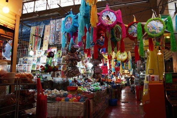 De compras en los bazares navideños de la CDMX